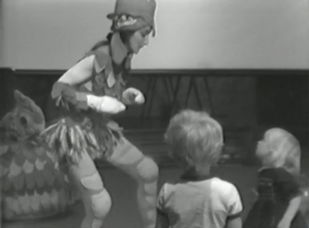 A Tribute to Chickens: Performance (1975)