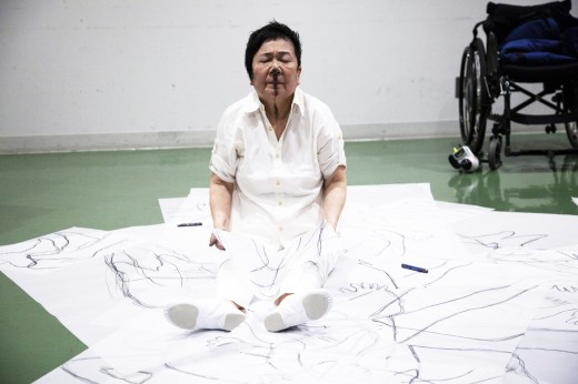 Tari Ito, Before the 37 Trillion Pieces Get to Sleep, performance at Tokyo Metropolitan Art Museum, Tokyo, Japan, June 14, 2019. Photo by Lucienne van der Maijle.